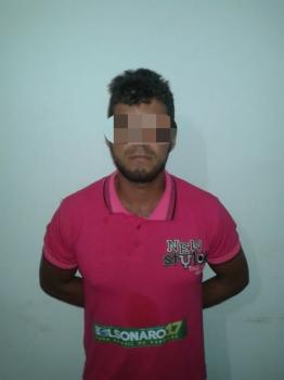 Homem é preso por porte ilegal de arma em distribuidora