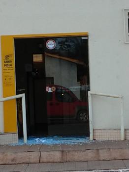 Bandidos arrombam agência dos Correios e desligam padrão