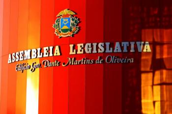 Acompanhe ao vivo a  cerimônia de posse dos deputados estaduais nesta sexta-feira na AL; Botelho deve ser reeleito presidente