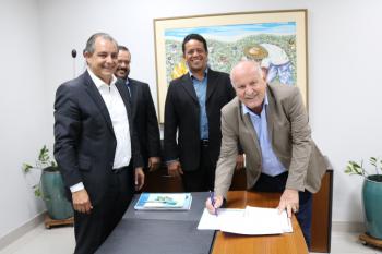 Prefeitura e Governo do Estado assinam acordo para implantação de voucher eletrônico em Nobres