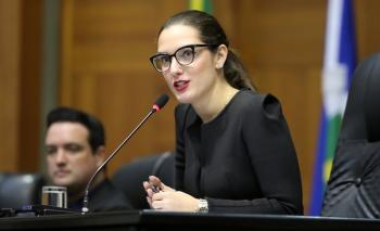 No 1° dia de agenda como presidente da AL, Janaina dá posse a Toninho de Souza