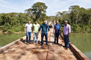Prefeitura  reforma  ponte sobre o rio Cuiabazinho