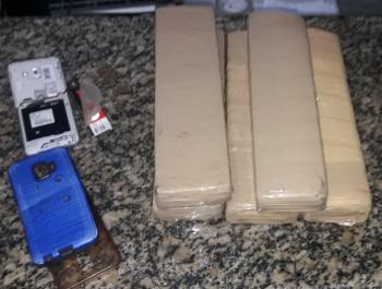 PM apreende 90 tabletes de maconha prende cinco por tráfico de drogas em Rosário Oeste