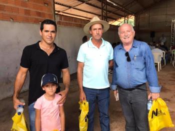 Leocir prestigia evento de agricultores e vistoria obra em campo de futebol de Bom Jardim