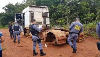 PM de Diamantino localiza carreta roubada  na MT 240 em Nobres