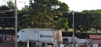 Caminhão invade cemitério e destrói túmulos em Jangada