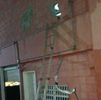 Policiais flagram suspeito furtando aparelhos celulares de supermercado
