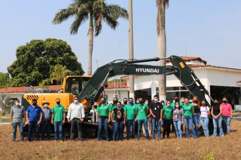 Gestão Municipal adquire escavadeira hidráulica