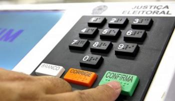 Concorrente tenta ludibriar eleitor e afirma que cidadão poderá votar em dois candidatos a vereador