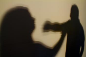 Embriagado, irmão agride irmã com socos no Jardim  Petrópolis