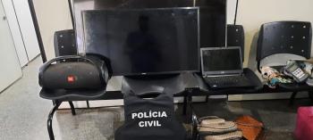 Policia prende casal que arrombou camionete  e  apreende produtos furtados