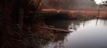 Empresária faz  cerca irregular impedindo  de moradores ter acesso a água em Bom Jardim