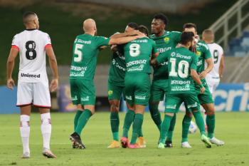 Cuiabá vence Atlético-GO em jogo atrasado e sai do Z4