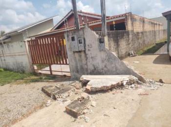 Menina é atingida por pedaços de muro e morre no hospital no Dia das Crianças