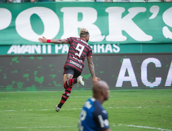 FLA atropela o Palmeiras no Allianz parque; palmeirenses protestam