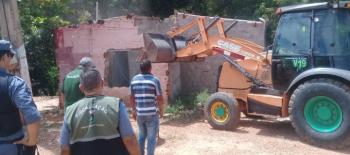Município recupera áreas públicas invadidas