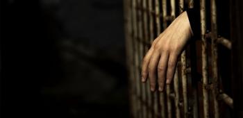 Bolsonaro assina indulto de Natal com perdão da pena de policiais condenados por crimes culposos