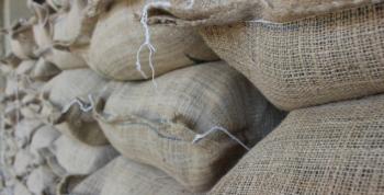 Exportações globais de café caem quase 8% em janeiro, diz OIC