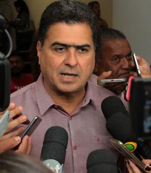 Prefeito da capital Emanuel lança concurso, anuncia RGA