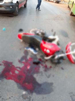 Motociclista tem perna dilacerada em choque com ônibus em VG