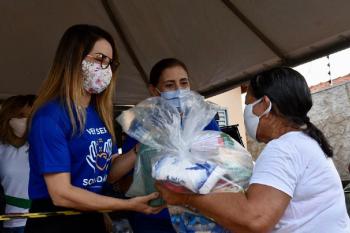 Campanha realiza entrega de cestas básicas para famílias carentes de Várzea Grande