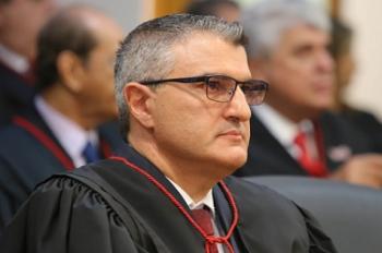 Ministério Público entra com ação para derrubar VI paga a Emanuel Pinheiro e vice