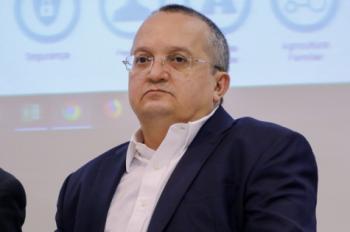 Taques pede suspensão de publicidade de governo devido apoio de Mendes a Fávaro