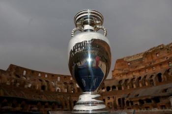 Itália volta a um grande torneio depois de cinco anos e abre a maior Eurocopa