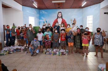 Primeira-dama entrega mil cestas básicas para famílias atendidas pela Paróquia São José Operário