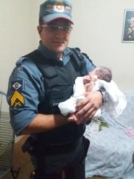 Bebê achado em caixa de sapato em Cuiabá é levado para abrigo