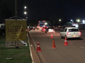 Operação Lei Seca autua 51 motoristas por irregularidades no trânsito