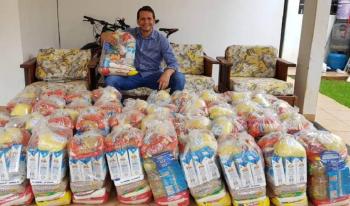 Vereador usa salário para comprar cestas básicas e doar para famílias de Sapezal
