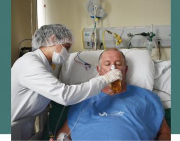 Paciente toma cerveja em hospital após ficar 18 dias internado com Covid em UTI