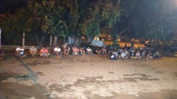 PM encerra festa e leva mais de 200 para delegacia de VG em ônibus