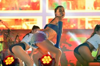 Anitta anuncia que vai puxar bloco e fazer shows em camarotes no Carnaval de Salvador