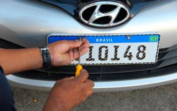 Nova placa automotiva passa a valer em 31 de janeiro: veja quem tem que usar