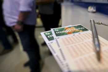 Mega-Sena acumula e deve pagar R$ 90 milhões no sábado