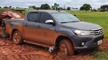Gefron recupera caminhonete que foi roubada em Lucas do Rio Verde; suspeito preso