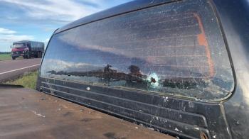 Policias trocam tiros com bandidos e recuperam caminhonete roubada no Nortão; 2 presos