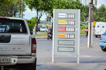 Após aumento de R$ 0,30 no litro do etanol, postos de Cuiabá reduzem R$ 0,12 no valor do combustível