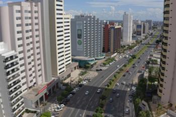 Imagens feitas por drone mostram movimentação nas ruas de Cuiabá