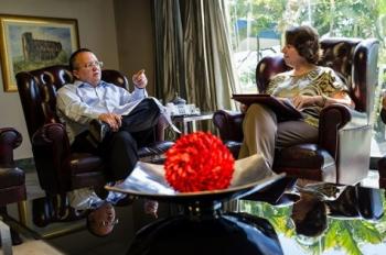 Governador Pedro Taques conversa com a secretária Luiza Helena Trovo sobre a implantação do Parque Tecnológico