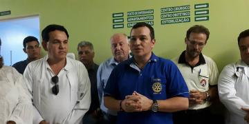 Rotary Clube  doa  cama de parto  para o Hospital Laura de  Vicuña