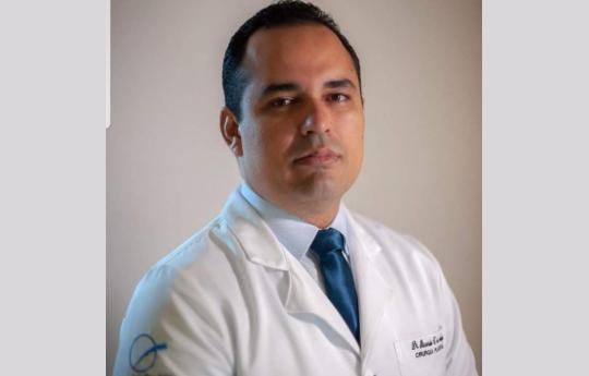 Dr.Ricardo C de Araujo CRM-MT 6475 RQE 4891(cirugião plástico)