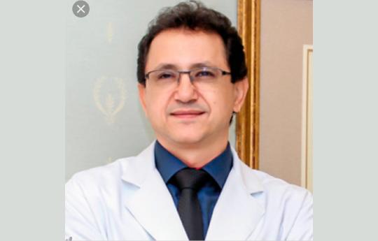 Dr. Ronie  R. Dos Santos CRM MT 3129 RQE: 401 (cirugião plástico)