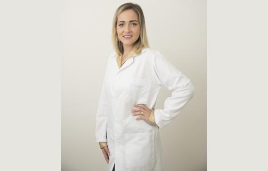 Dra. Anissa Adrielle Artifão CRM-MT 8380