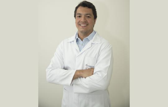 Dr. Fabiano Silva Magnino   CRM-MT 9088 RQE 4063
