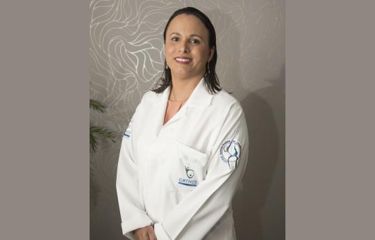 Dra. Lucyane Marques Luz CRM-MT 4481 RQE 3759  Cirurgia Plastica