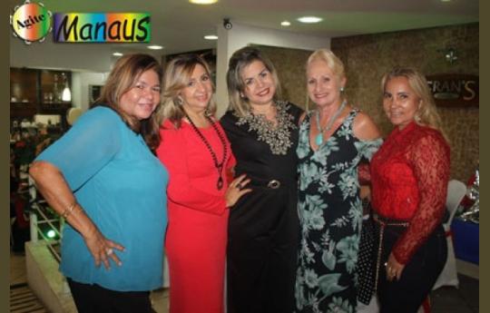 Amigas se reuniram em  Chá Solidário