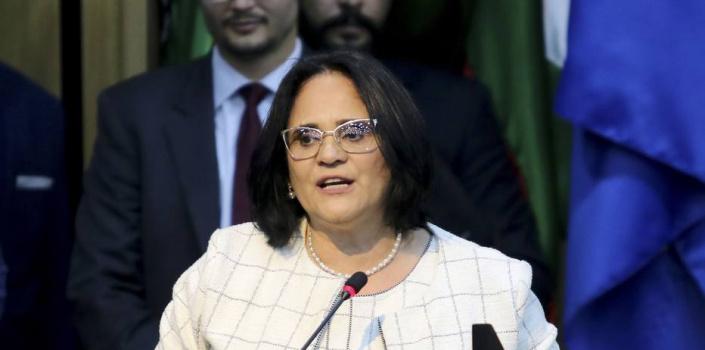 Ministra Damares suspende envio de dinheiro da Funai para Universidade do RJ